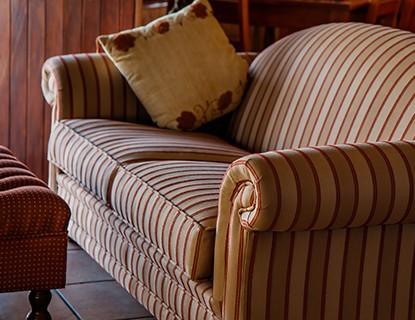 Cómo eliminar manchas de rotulador del sofá