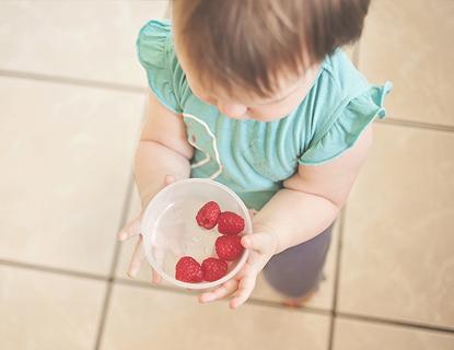 Limpiar las manchas de fruta de las prendas
